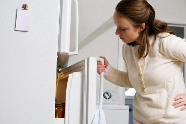 Tủ lạnh bị hở cửa - thức ăn bị hư hỏng do khí lạnh thoát ra ngoài